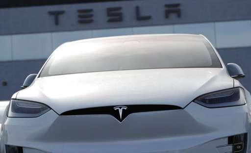 Tesla posts record 1Q loss as cash burn accelerates