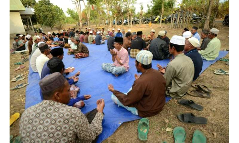 There are fears that two collapsed mosques in north Lombok had been filled with worshippers