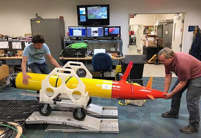 Underwater robot tracks toxic algae in Lake Erie