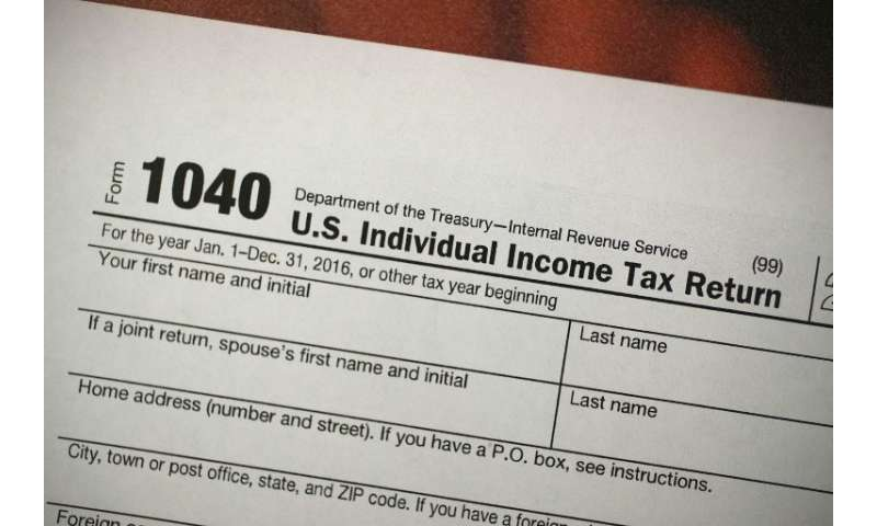US tax authorities are giving Americans an extra day to send in their tax returns after the government computer system for filin