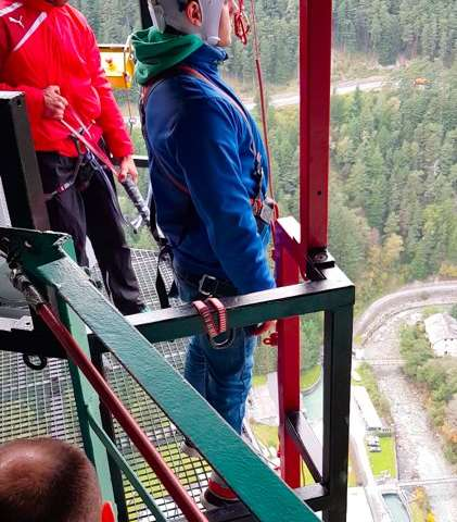 What happens in the brain  before a bungee jump?