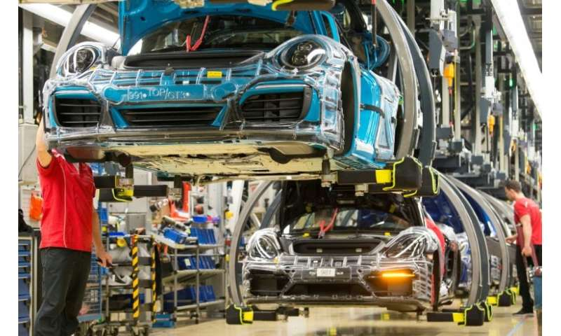 Workers at German sportscars maker Porsche are pocketing bonuses of up to nearly 10,000 euros.