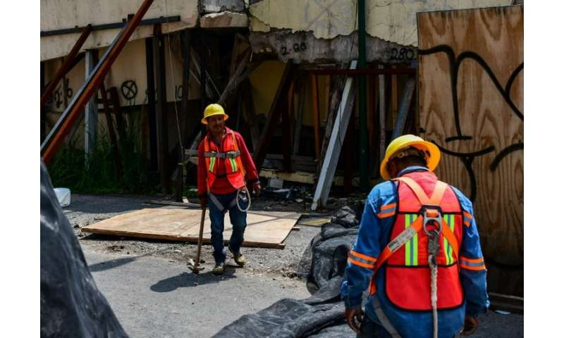 Workers preprare to demolish Enrique Rebsamen elementary school in Mexico city, on August 20, 2018.The school collapsed during t