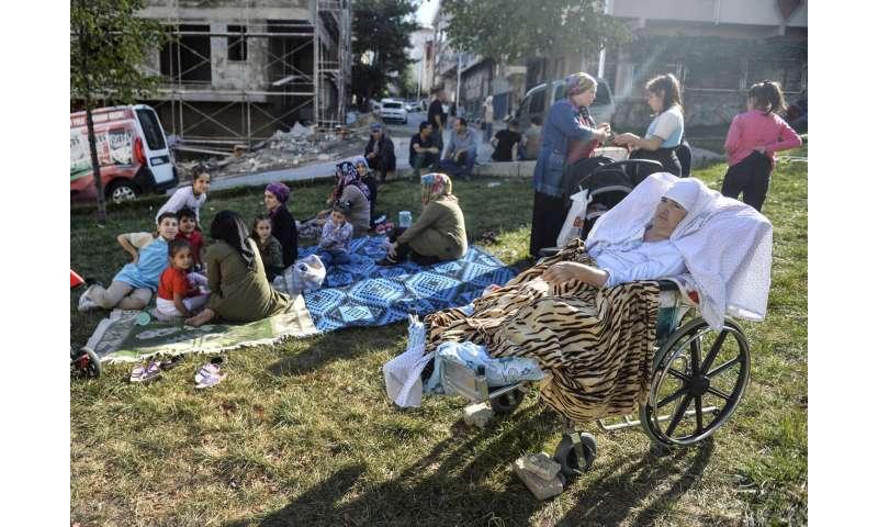 5.8 magnitude earthquake shakes Istanbul, 8 slightly injured