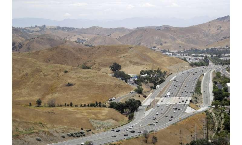 California freeway crossing to give wildlife room to roam