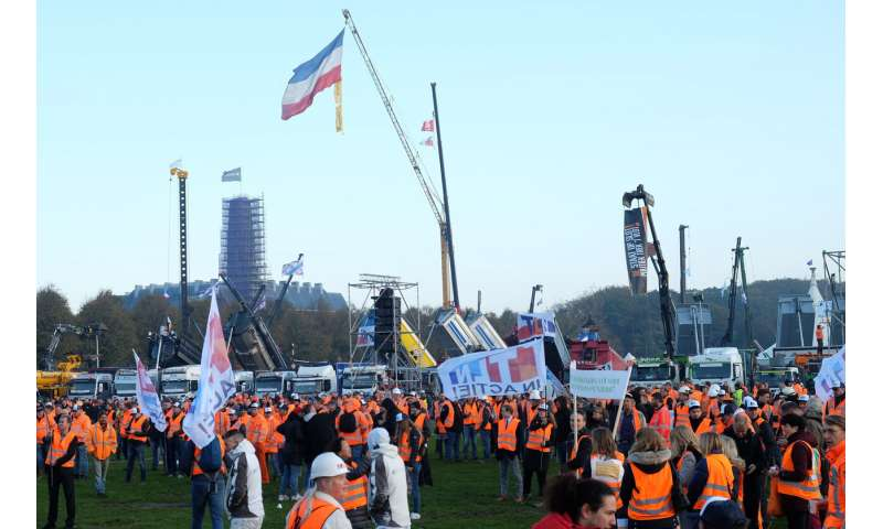 Dutch construction workers protest environmental rules