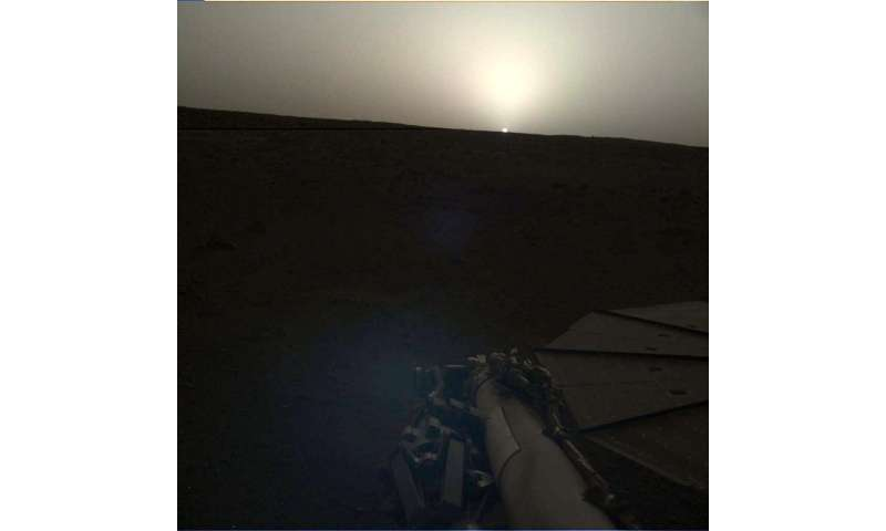 **InSight captures sunrise and sunset on Mars