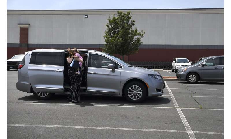 Minivan sales keep falling, but experts say they'll live on