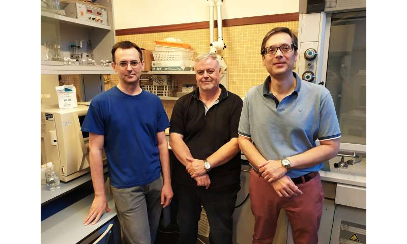 """New """"supercondensers"""" store electric charge in textile materials"""