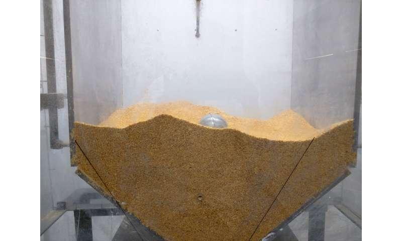 Novel device to improve powder flow