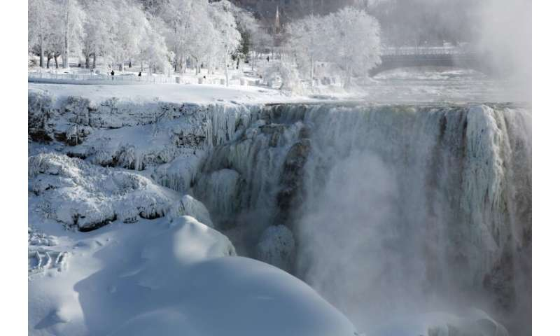 US thaws from Arctic deep freeze as death toll climbs
