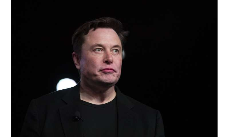 Tesla CEO lifts shareholder spirits, takes aim at media