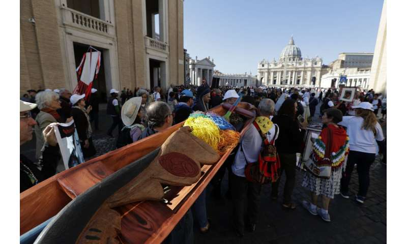 Thieves steal Amazon fertility statues as synod nears end
