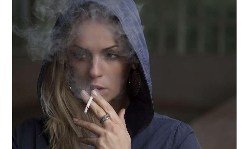 femme fumant