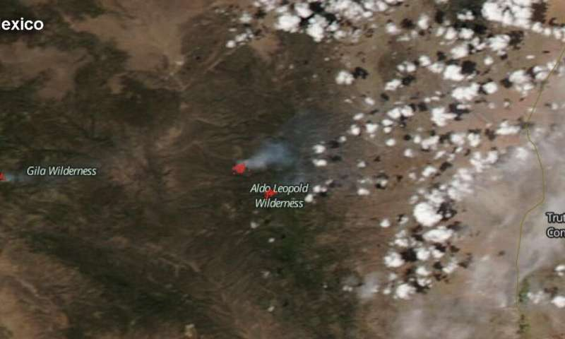 NASA-NOAA satellite sees smoke from multiple fires in New Mexico