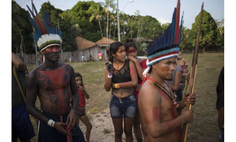 Arrows and smartphones: daily life of Amazon Tembe tribe