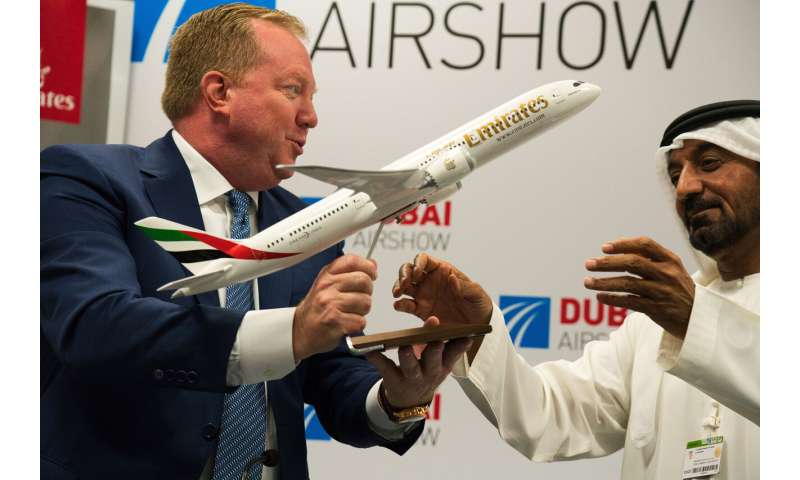Emirates opts for 30 Boeing 787 Dreamliners in revised deal