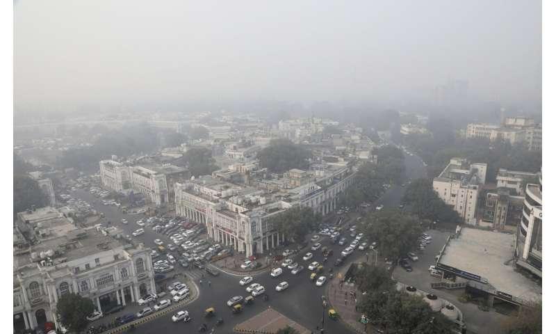 New Delhi schools shut because of toxic smog