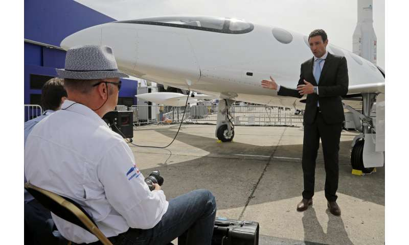 Under pressure, plane industry vows cleaner flight _ someday