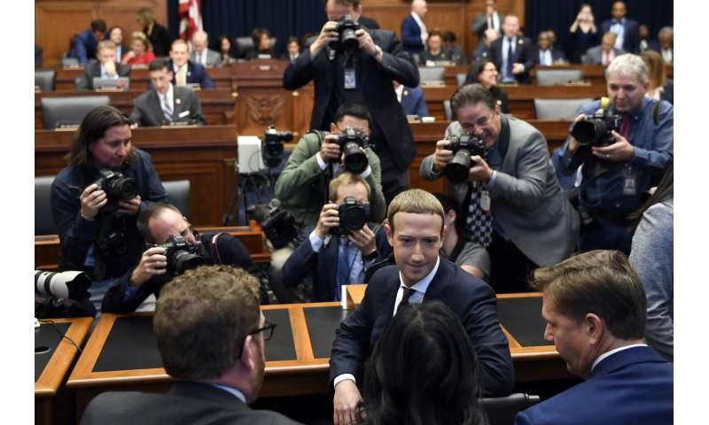 Zuckerberg defends Facebook's currency plans before Congress
