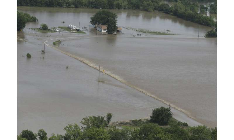 3 dead, state capital battered as storms rake Missouri