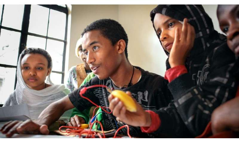 Computer science classes break down cultural barriers, study shows