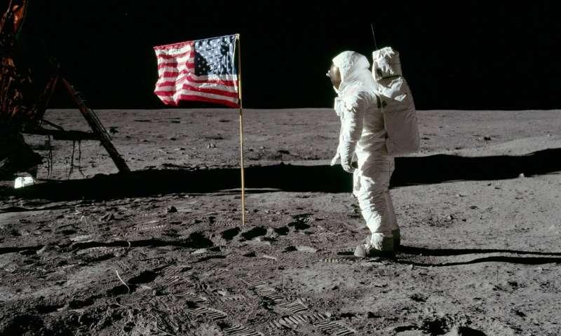 [Image: 3-moonlanding.jpg]