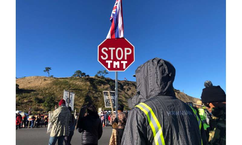 Telescope viewing suspended as protesters block Hawaii road