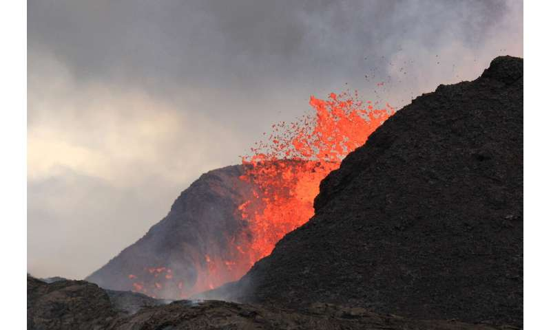 The 'universal break-up criterion' of hot, flowing lava?