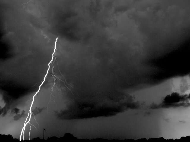 Researchers find unusual phenomenon in clouds triggers lightning flash