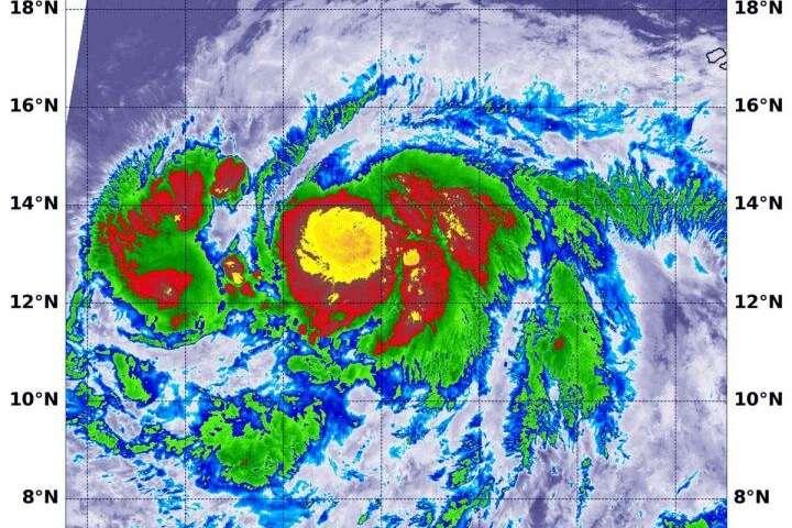 NASA-NOAA satellite sees Hurricane Lorenzo strengthening