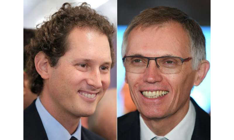 Fiat Chrysler chief John Elkann (L) will be chairman and PSA's Carlos Tavares (R) chief executive