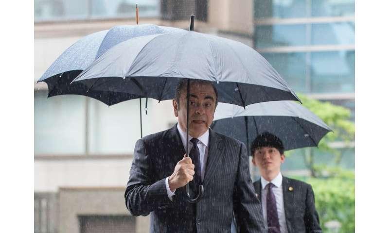 L'ancien patron de Nissan, Carlos Ghosn, nie toutes les accusations  Nissan fait face à une amende de 22 millions de dollars pour avoir dénoncé le salaire de Ghosn 4 formernissan