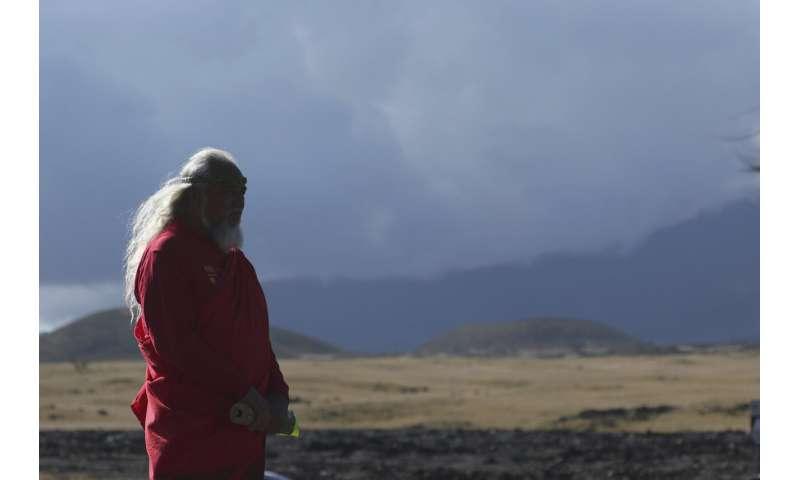 Telescope foes tie together, block road to Hawaii summit