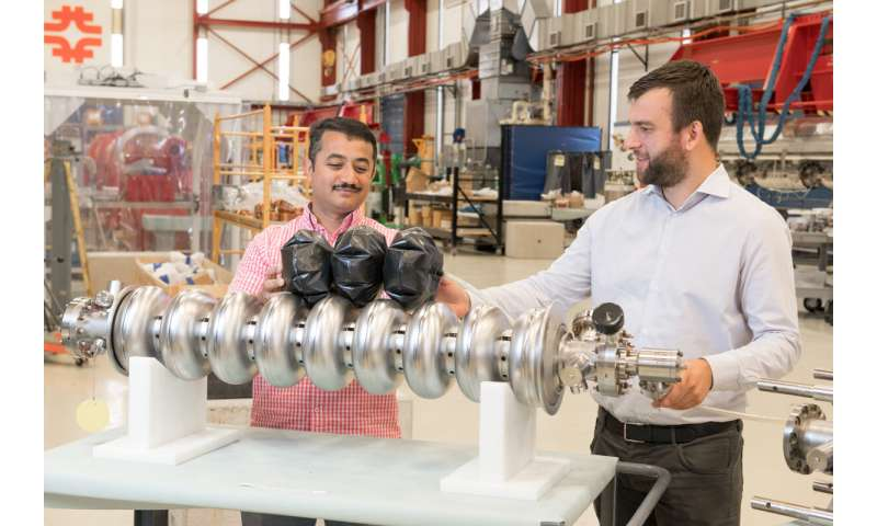 Under pressure: balloons for particle acceleration