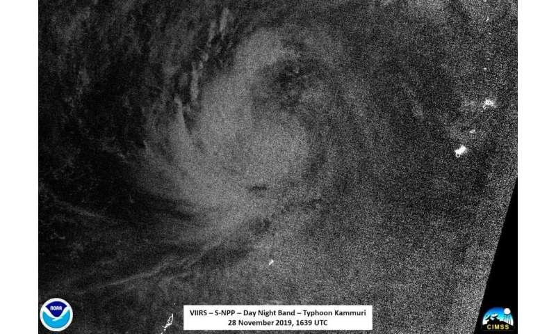 NASA-NOAA satellite analyzes a strengthening Typhoon Kammuri