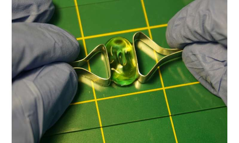 New 3-D printer shapes objects with rays of light