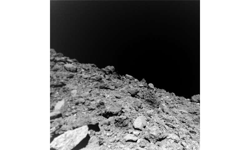 تصاویر جدید از کاوش سیارک سرنخ هایی از ترکیب این سیاره را نشان می دهد