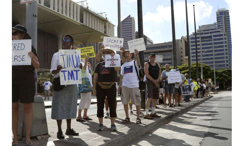 Hawaii telescope protests draw supporters to defend project