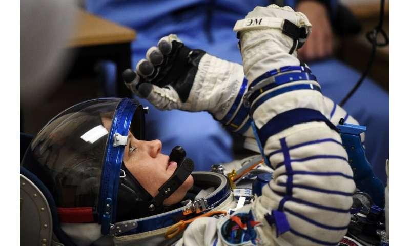 فضانورد ناسا ، آن مک لین ، فیلمبرداری شده در دسامبر سال 2018 ، متهم به سرقت هویت و دسترسی نادرست به همسر پراکنده خود شد