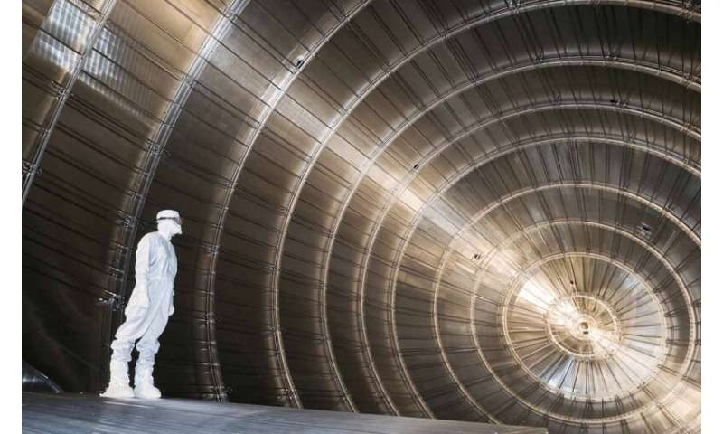 **Researchers set new upper limit on neutrino's mass