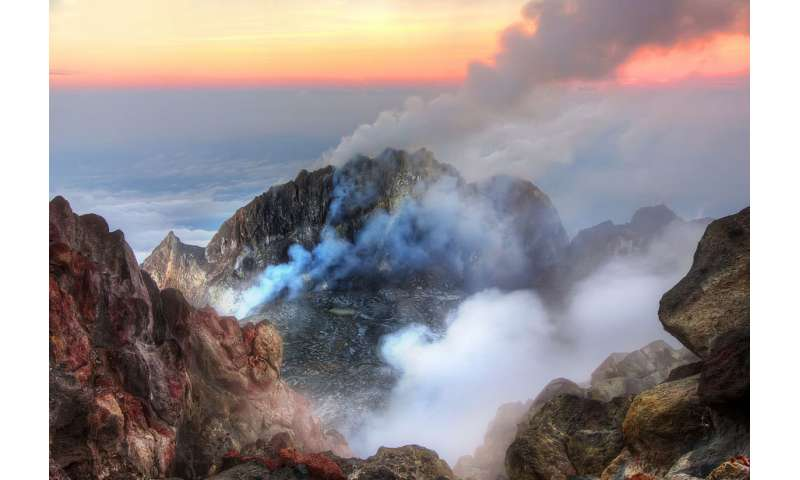 Age and foaming: how to predict when a volcano will erupt
