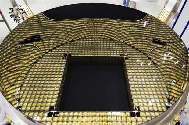 Alpha Magnetic Spectrometer measurements unveil properties of cosmic Helium