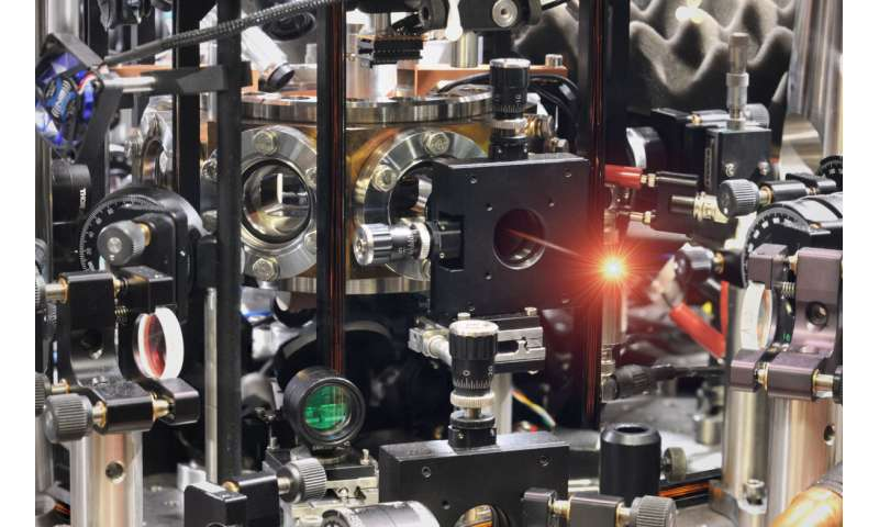 An atom in a cavity extracts highly pure single photons from weak laser light