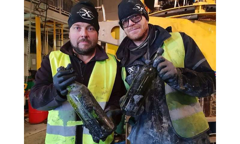 A Swedish team has salvaged hundreds of bottles of liquor from the wreck of a ship sunk by a German submarine during World War I