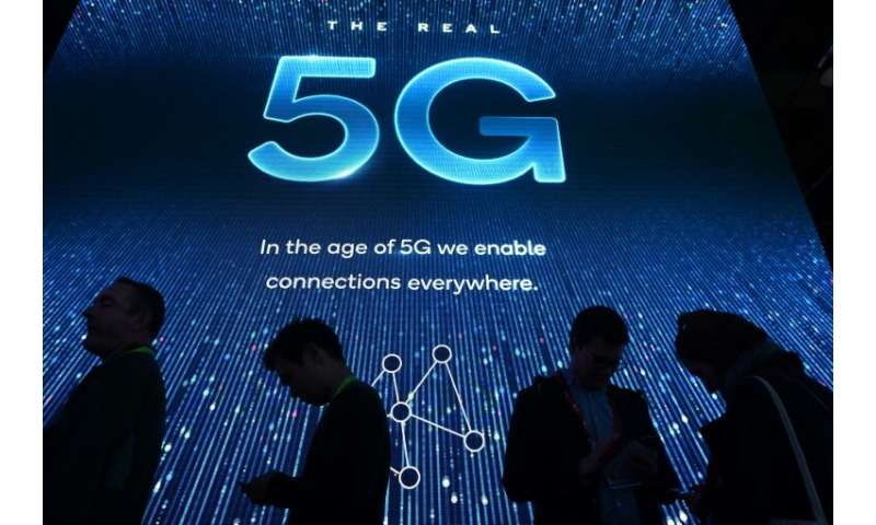 A top US official dampened speculation that Washington would seek to nationalize 5G wireless systems in the United States, sayin