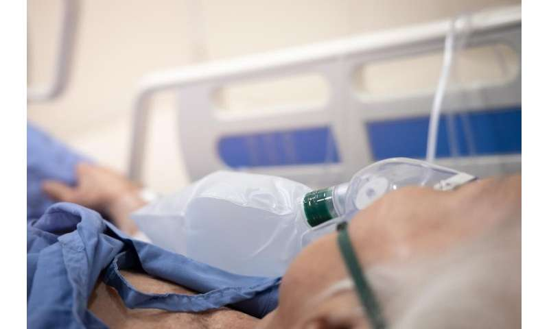 Azithromycin appears to reduce treatment failure in severe, acute COPD exacerbations