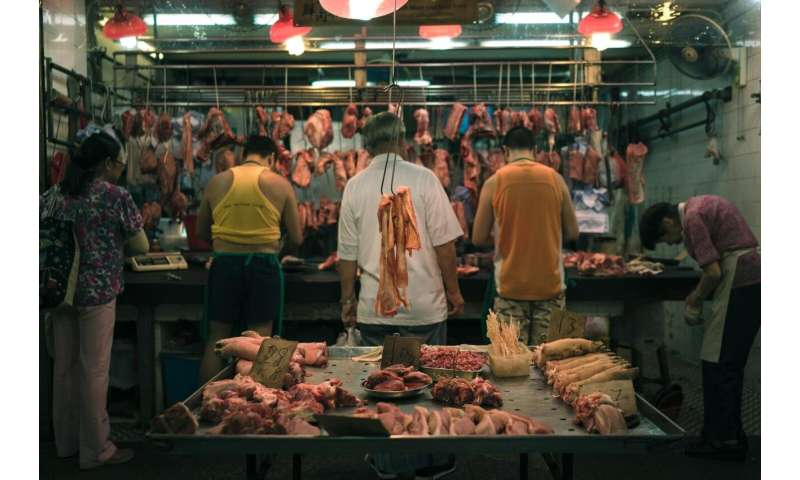 Bacteria associated with hospital infections are found in raw meat