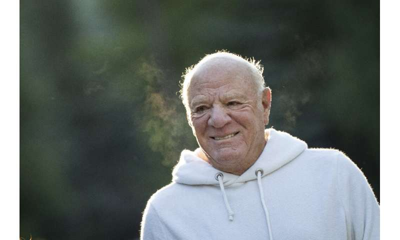 Barry Diller, who is chairman of the travel group Expedia, said he and his vice chairman would take over day-to-day management p