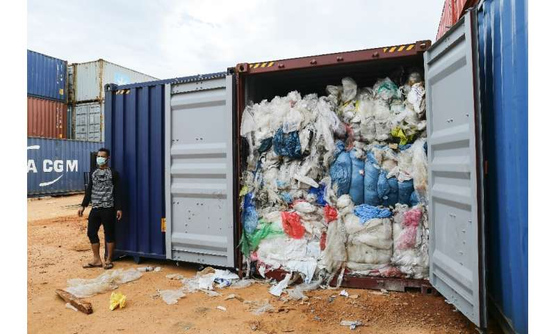 Dozens of shipping containers of waste seized on Batam Island near Singapore have been shipped back to the United States, German